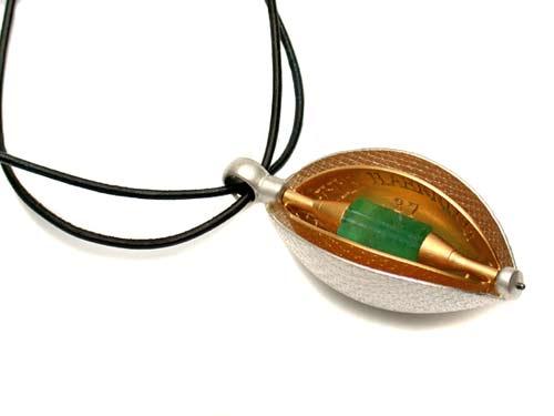 Amulett 750 Gold, 925 Silber und Smaragdkristall