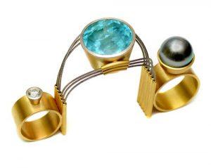 Zweifingerring (kleiner Finger und Zeigefinger), 750 Gold mit Brillant, Aquamarin und Tahitiperle