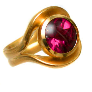 Ring 750 Gold mit Rhodolith