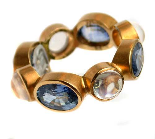 Ring 750 Gold mit Safiren und Ceylon-Mondsteinen
